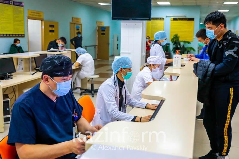 Көкшетауда коронавирустан көз жұмған адам қызуы 41 градусқа көтерілгенше дәрігерге бармаған