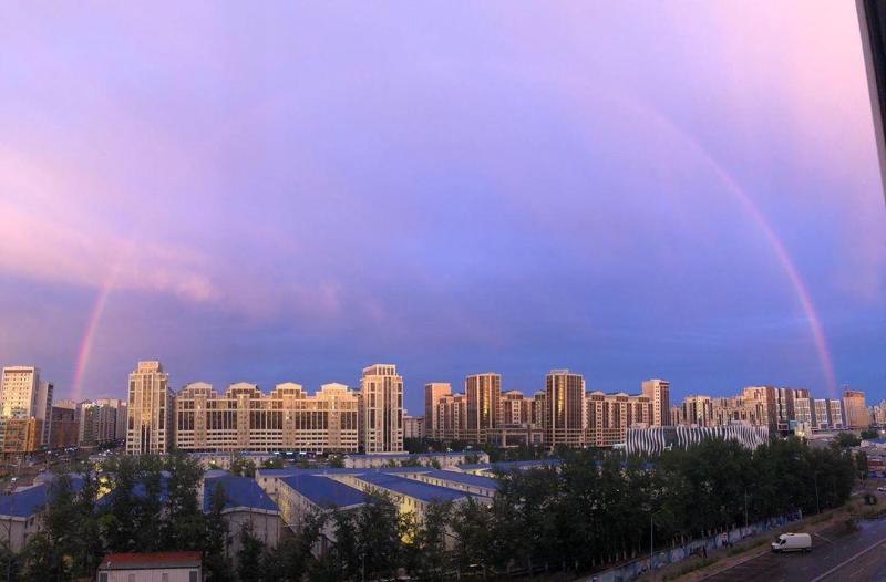 Радуга в розовом небе: жителей Нур-Султана удивило необычное явление