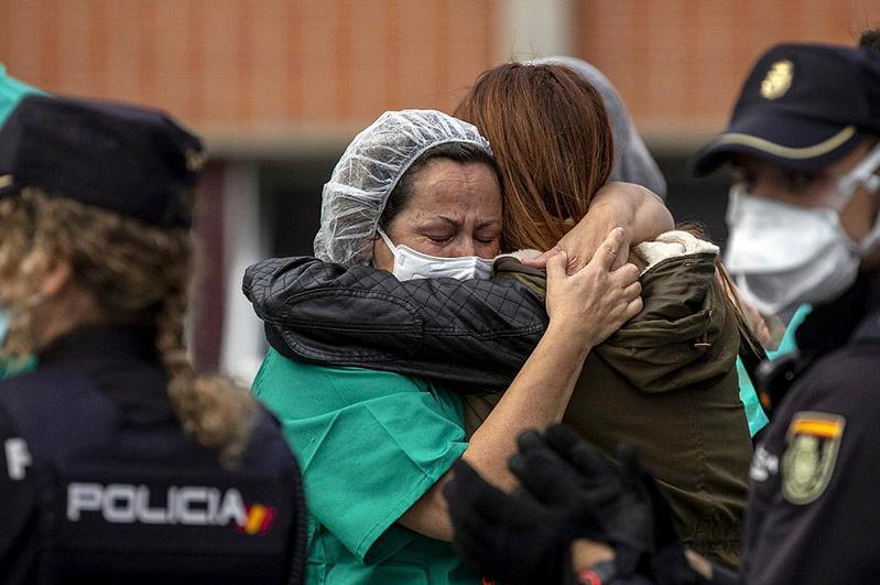 В Испании почтут память жертв пандемии коронавируса