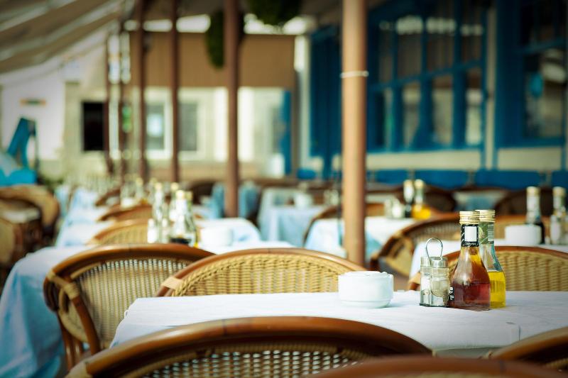 В Атырау вновь ограничили работу ресторанов и кафе
