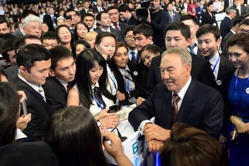Выпускники «Болашак»: Верим, что Елбасы выйдет победителем