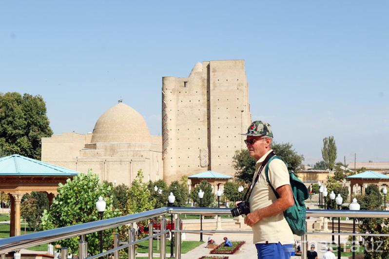 乌兹别克斯坦将为感染新冠病毒的外国游客补偿3000美元