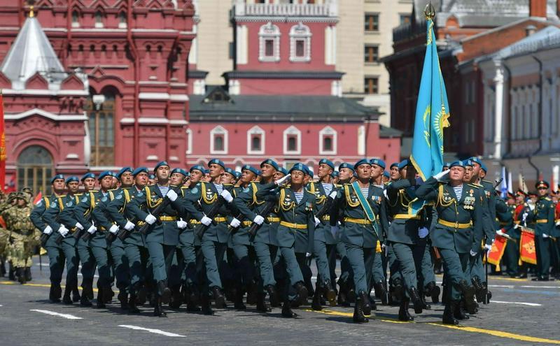 哈军方阵亮相莫斯科红场阅兵式