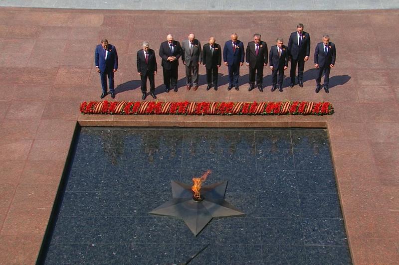 托卡耶夫:我们将永远铭记烈士们的英勇壮举