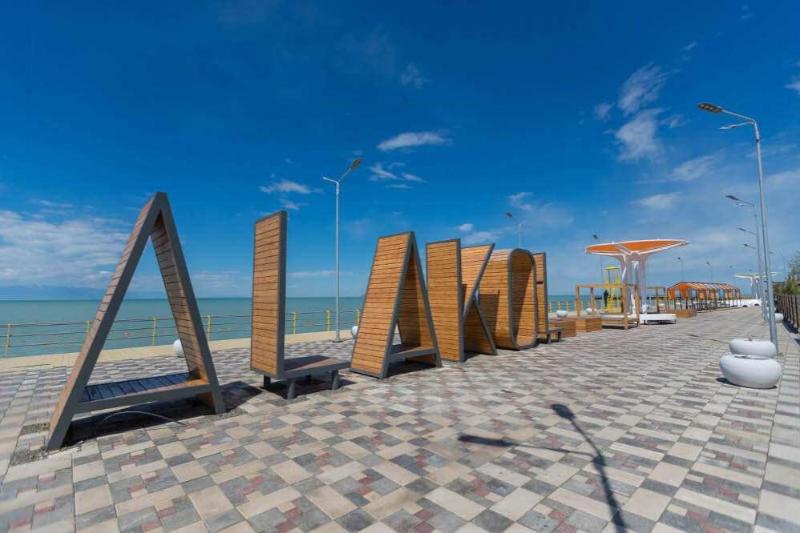 Туристский сезон на озере Алаколь открыт