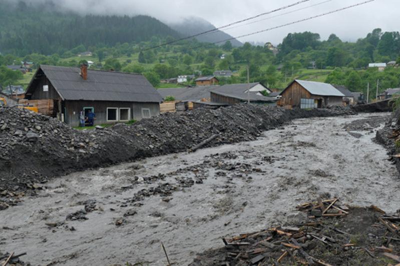 Паводок на Западе Украины: подтоплены 180 населенных пунктов, есть жертвы