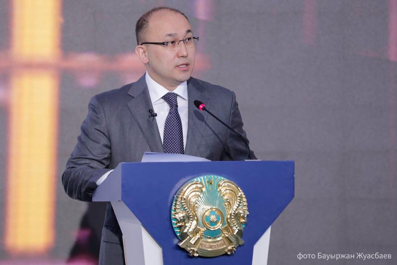Dauren Abayev awards President's prizes and grants to mass media workers