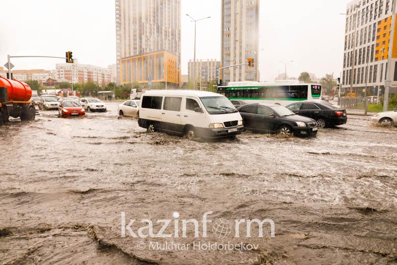 Дожди в Нур-Султане: откачано более 20 тысяч кубометров воды