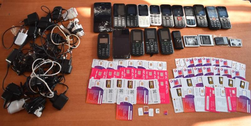 Оралда белгісіз біреу түрменің ауласына 17 ұялы телефон лақтырған