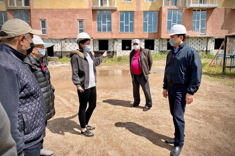 Аким Нур-Султана посетил объекты долевого строительства