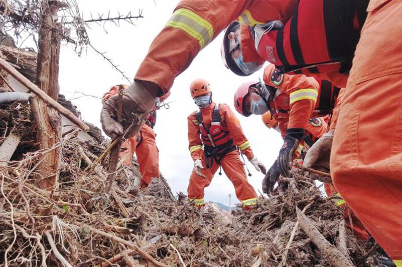В Китае из-за ливня и наводнений погибли 12 человек