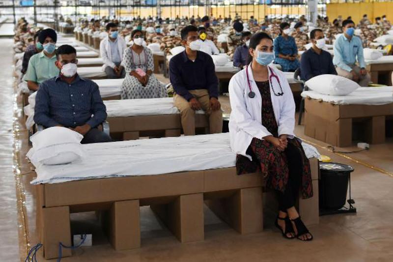 Индия открыла одну из крупнейших в мире больниц для борьбы с коронавирусом