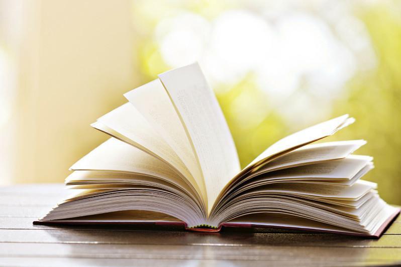 哈萨克文学选集以联合国六种官方语言出版