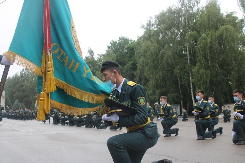 Пограничная академия выпустила молодых лейтенантов