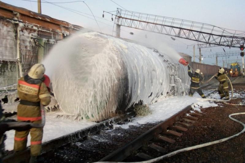 Пожар на ж/д станции Шокпар: организовано дежурство спасателей и врачей