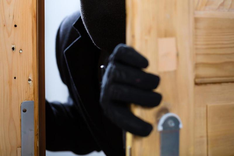 В Уральске поймали воров-гастролеров, грабивших квартиры жителей