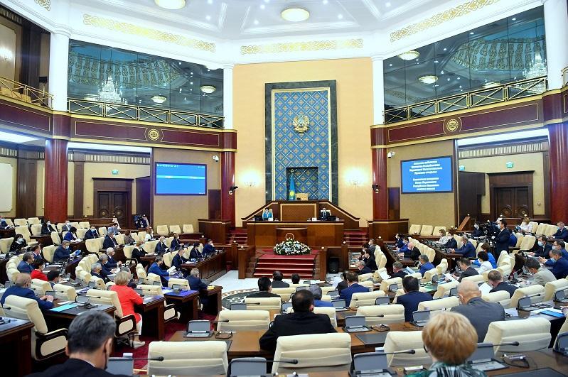 Маулен Ашимбаев рассказал об итогах деятельности Парламента за прошедшую сессию