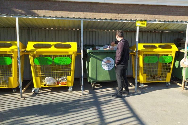 Сетчатые контейнеры для сбора пластика, бумаги и стекла появились в столице