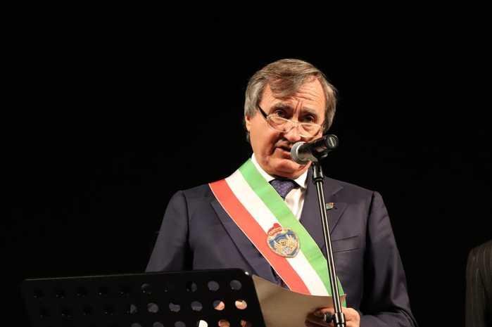ANSA: Venice mayor to give wages to charity