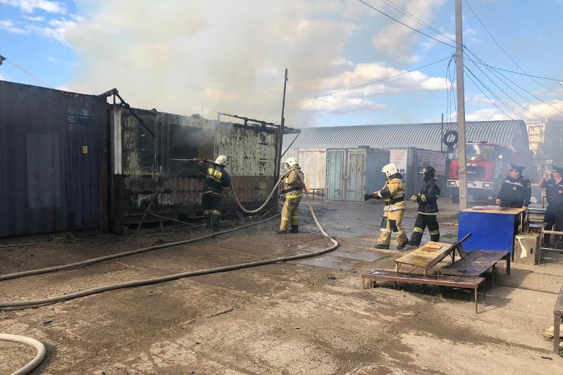 Пожар произошел на рынке в Уральске