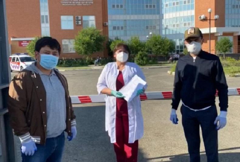 Бизнесмены передали аппарат ИВЛ инфекционному стационару в Атырау