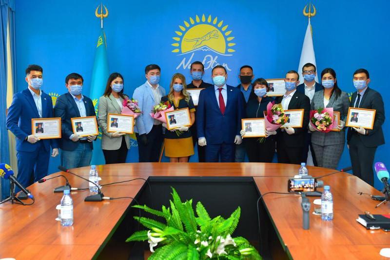 Волонтерам акции «BizBirgemiz» вручил награды аким СКО