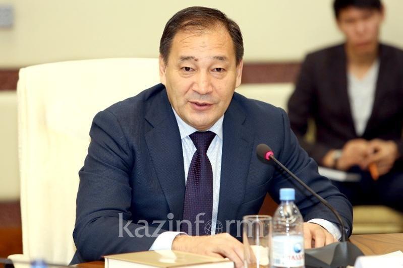 哈政府副总理耶拉勒·托赫詹诺夫新冠肺炎康复 重返工作岗位