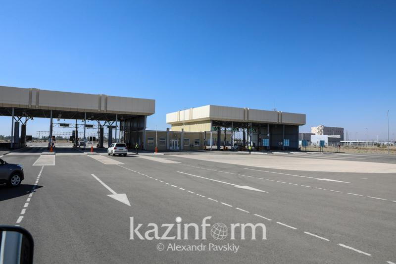 Kazakhstan opens road crossings on borders with China