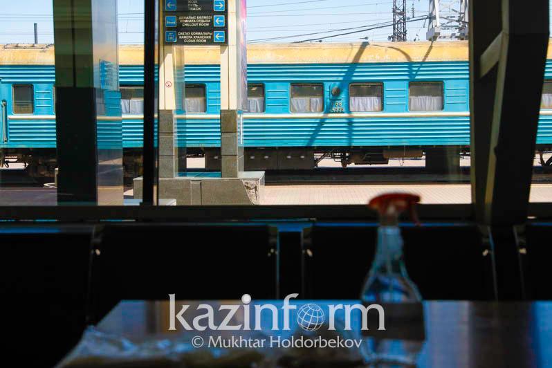 На станции Кульсары ограничили посадку/высадку пассажиров
