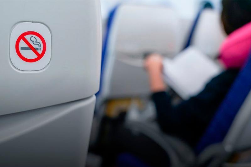 138 тысяч тенге за курение в самолете выплатит жительница Уральска