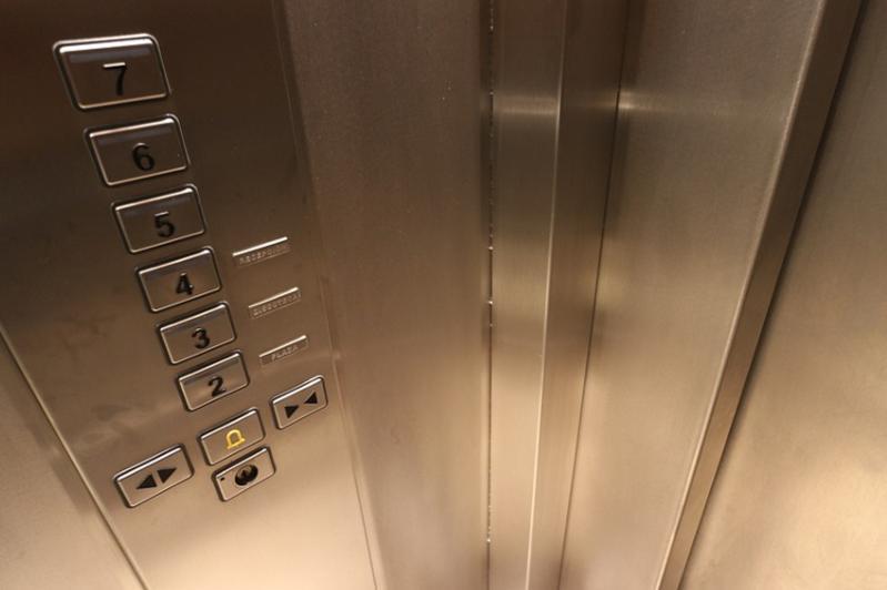 Қызылордада лифт ішінде қалып қойған бала құтқарылды