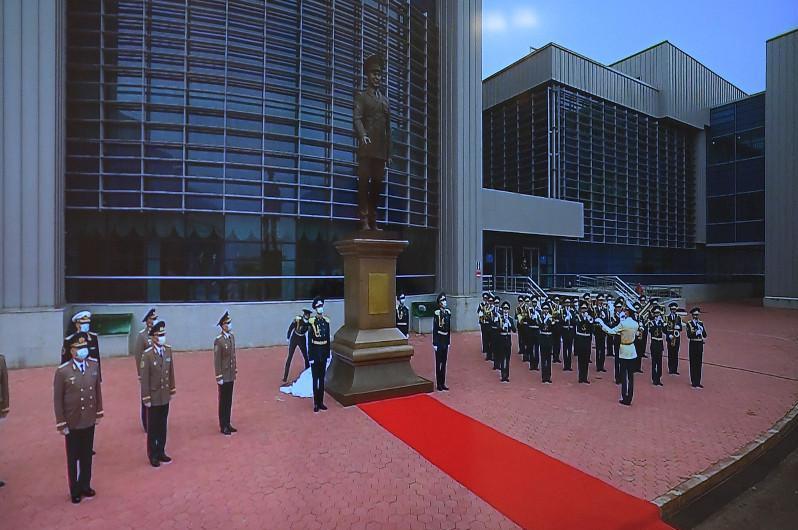 托卡耶夫总统出席国防大学首任总统纪念碑揭幕仪式