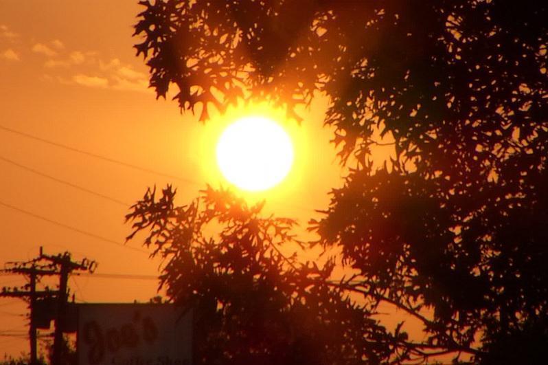 О жаре предупредили жителей западных областей