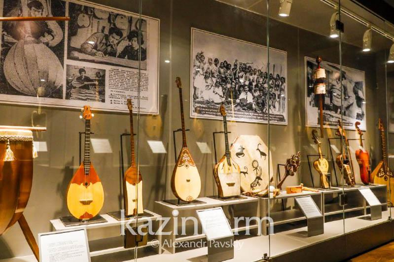 День домбры: как выглядят инструменты великих исполнителей, композиторов и акынов