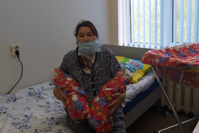Женщина с пневмонией родила двух девочек в Нур-Султане