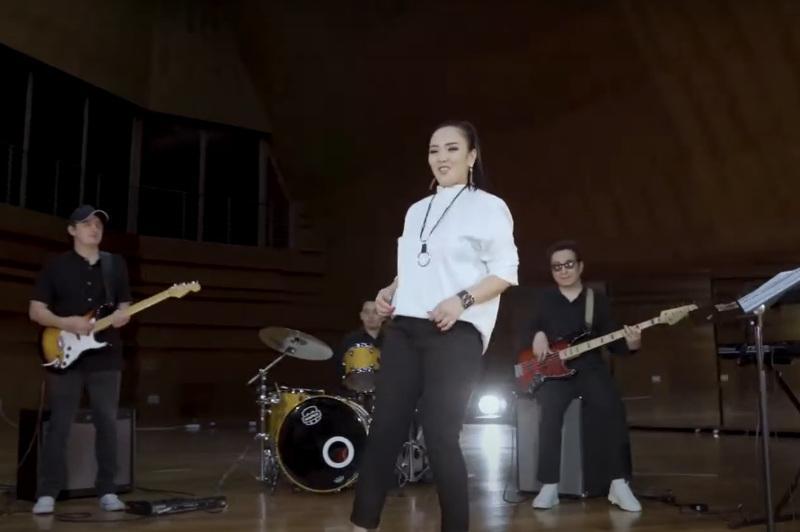 Домбыра күні: Қазақстандық ансамбль Сүгірдің термесін жаңа сипатта орындап берді