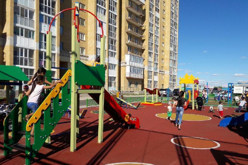 Разрешено ли во время карантина детям играть на дворовых площадках