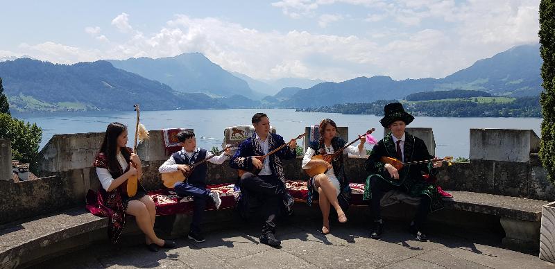 Швейцарияда Альпі тауларында домбыра тартылып, қазақ күйлері әуеледі