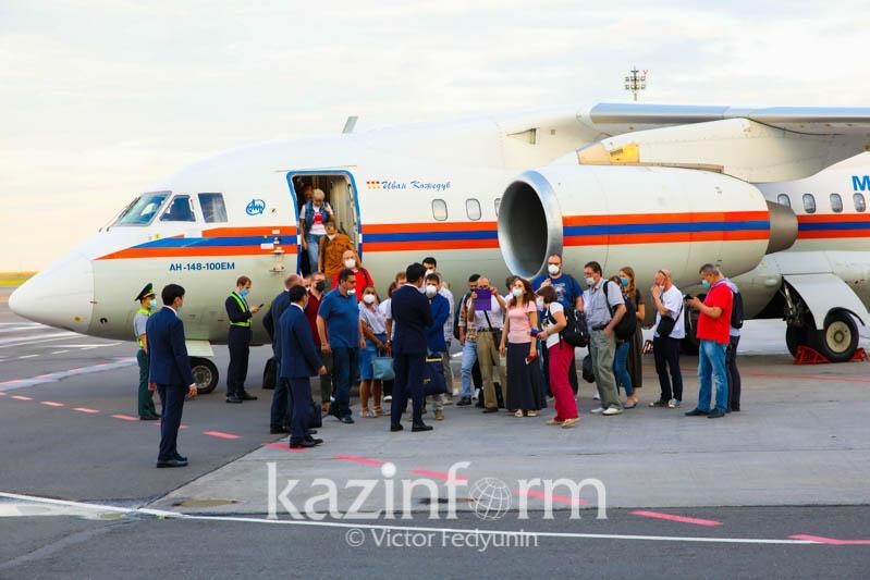 Российские врачи прибыли в Казахстандля борьбы с коронавирусом
