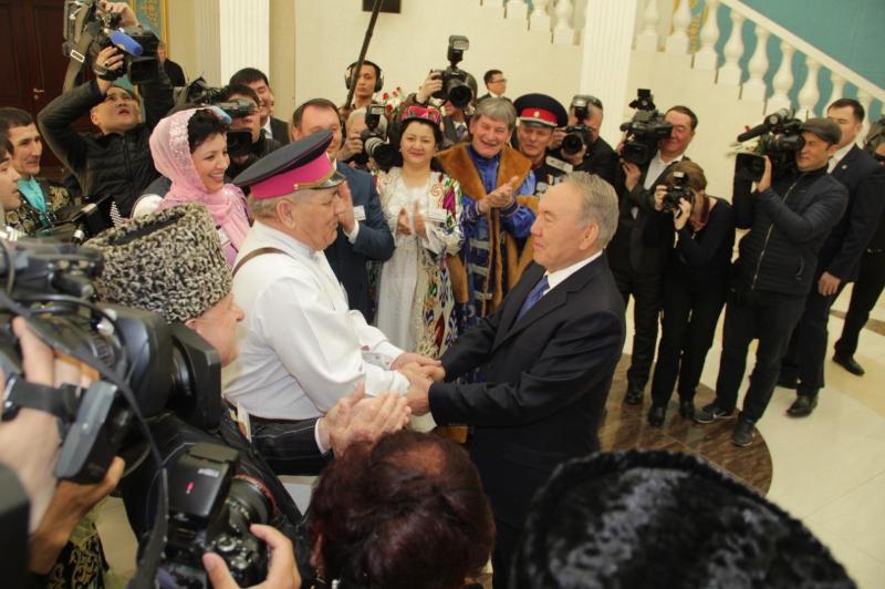 Казахстанская модель мира и согласия является стратегическим успехом Елбасы -  Владимир Новиков