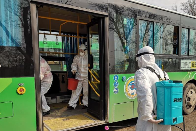 Дезинфекцию общественного транспорта в Алматы проводят четыре раза в день