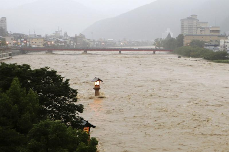 Torrential rain lashes central Japan, warning issued in Gifu, Nagano
