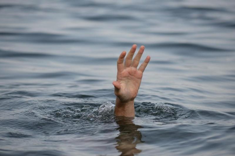 Мужчина утонул, пытаясь переплыть котлован в Усть-Каменогорске