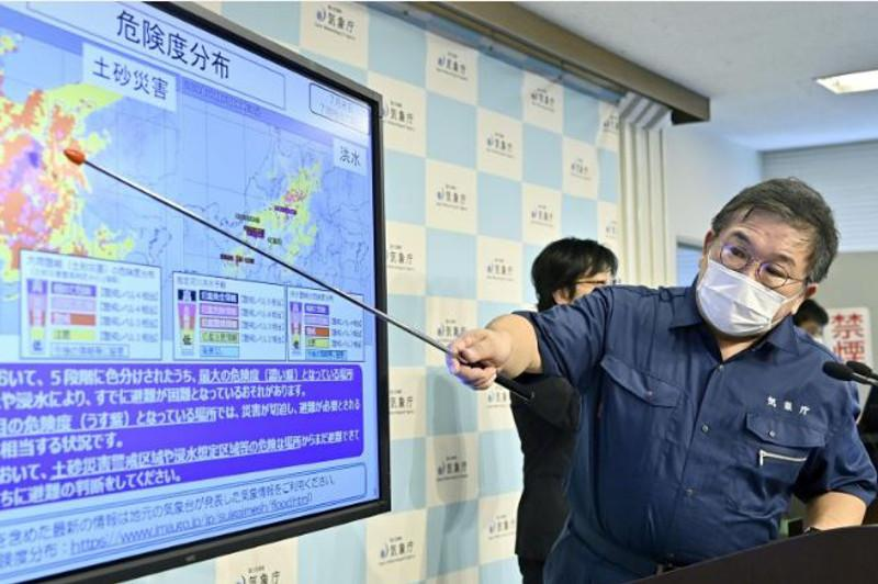 Torrential rain lashes central Japan, 220,000 instructed to evacuate