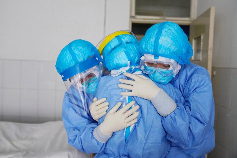 托卡耶夫总统:坚信我们会战胜疫情