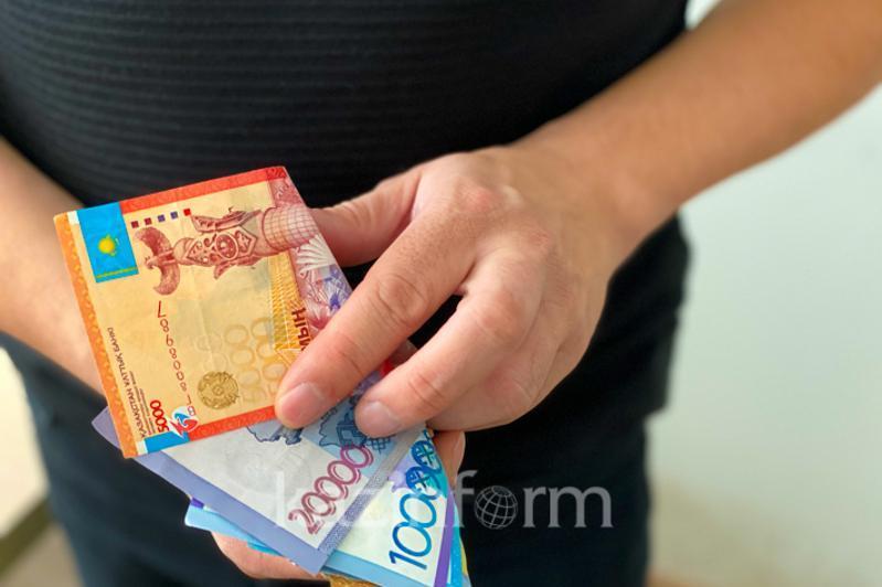 В получении взятки подозревают заведующую коррекционным кабинетом в Алматинской области