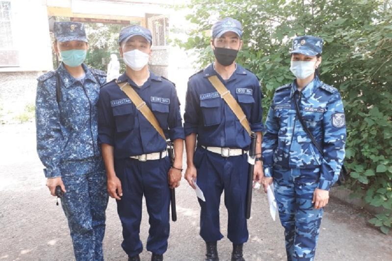 Мужчину с ножом обезвредили гвардейцы Усть-Каменогорска