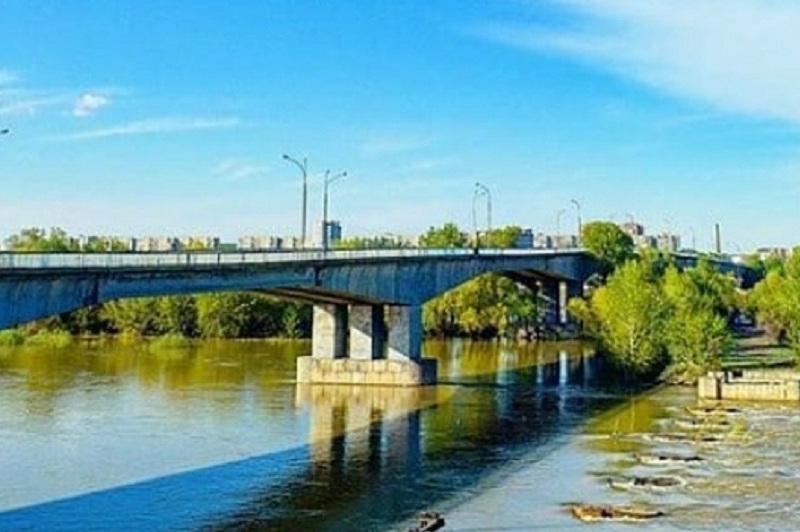 Мост через Иртыш закрывают на ночь вСемее