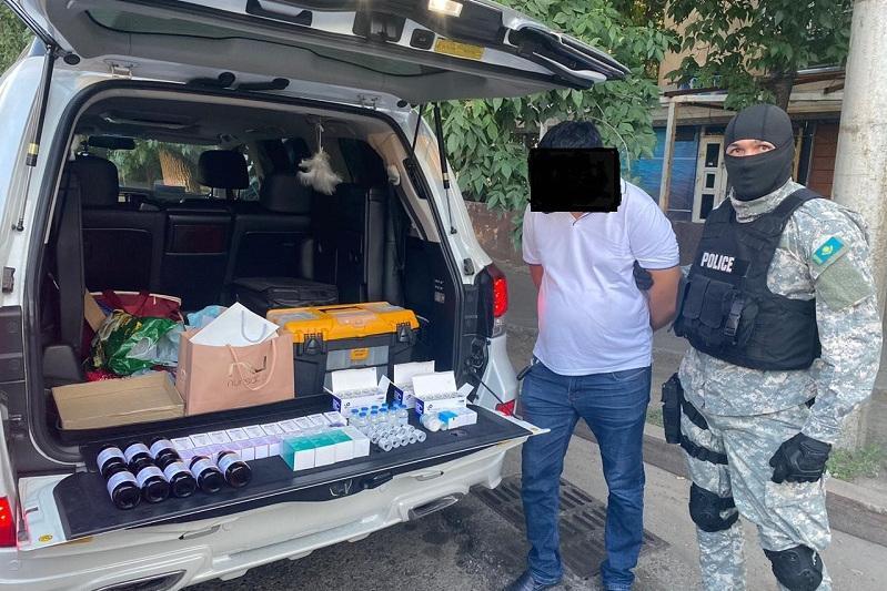 За продажу дефицитных лекарств задержан завреанимацией больницы в Алматы