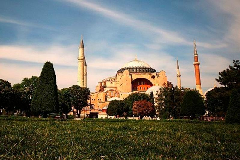 Собор Святой Софии в Турции стал мечетью